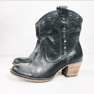 DINGO Distressed Western Cowgirl Ankle Booties 8m